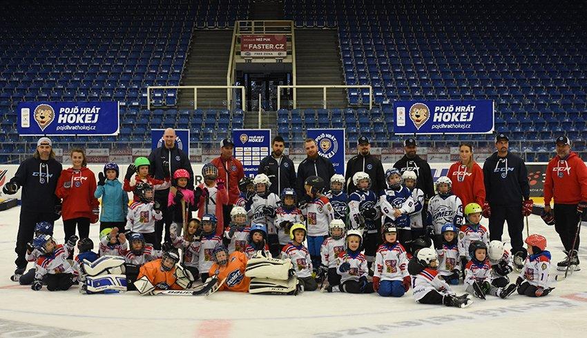 I letos pokračuje projekt Týden hokeje. V DRFG areně se sešly tři desítky dětí