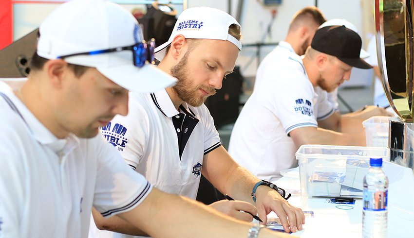 Komeťáci navštívili festival RE:PUBLIKA. Nabídli autogramiádu a představili expozici